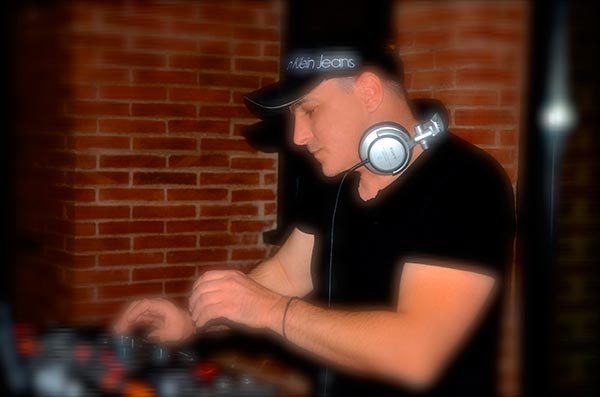 key-points-on-choosing-dj-blog-photo