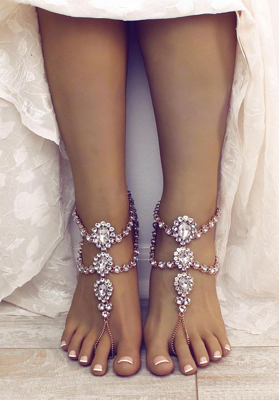 νυφικά-σανδάλια-για-γάμο στην-παραλία