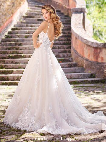 νυφικό-φόρεμα-από-χειροποίητη-δαντέλα-και-τούλι-σε-α-γραμμη-Martin-Thornburg-218225-VENETTI