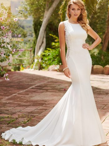 νυφικο-φορεμα-απλο-ακεντητο-κρεπ-γραμμη-γοργονα-πλατη-ανοιχτη-120250-venetti-mon-cheri