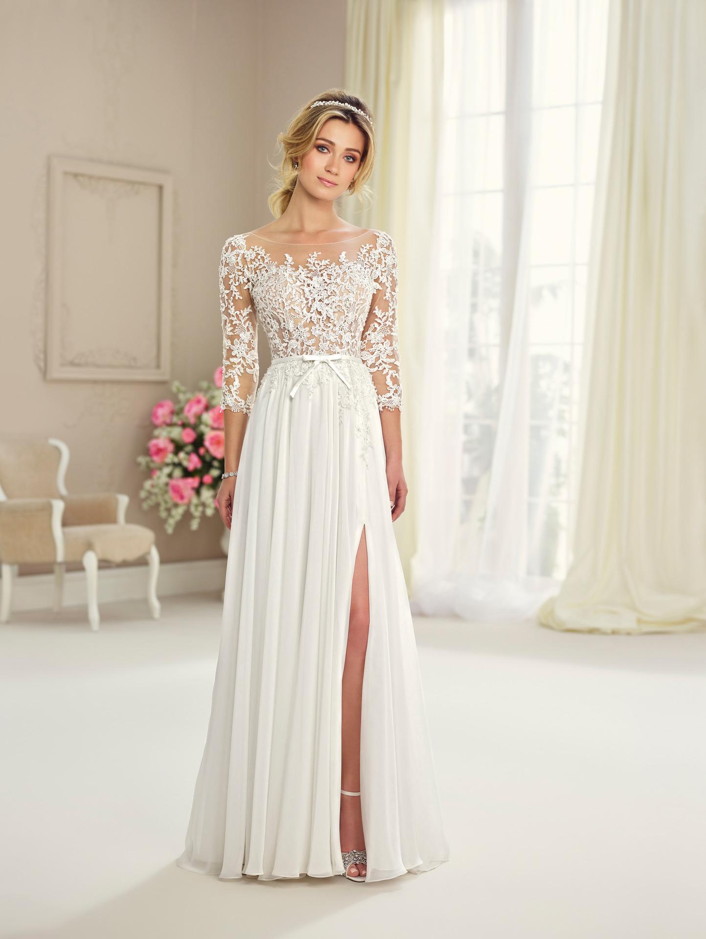 9ffce64138b Απλό ρομαντικό νυφικό σε γραμμή Α Enchanting 217108 - Venetti