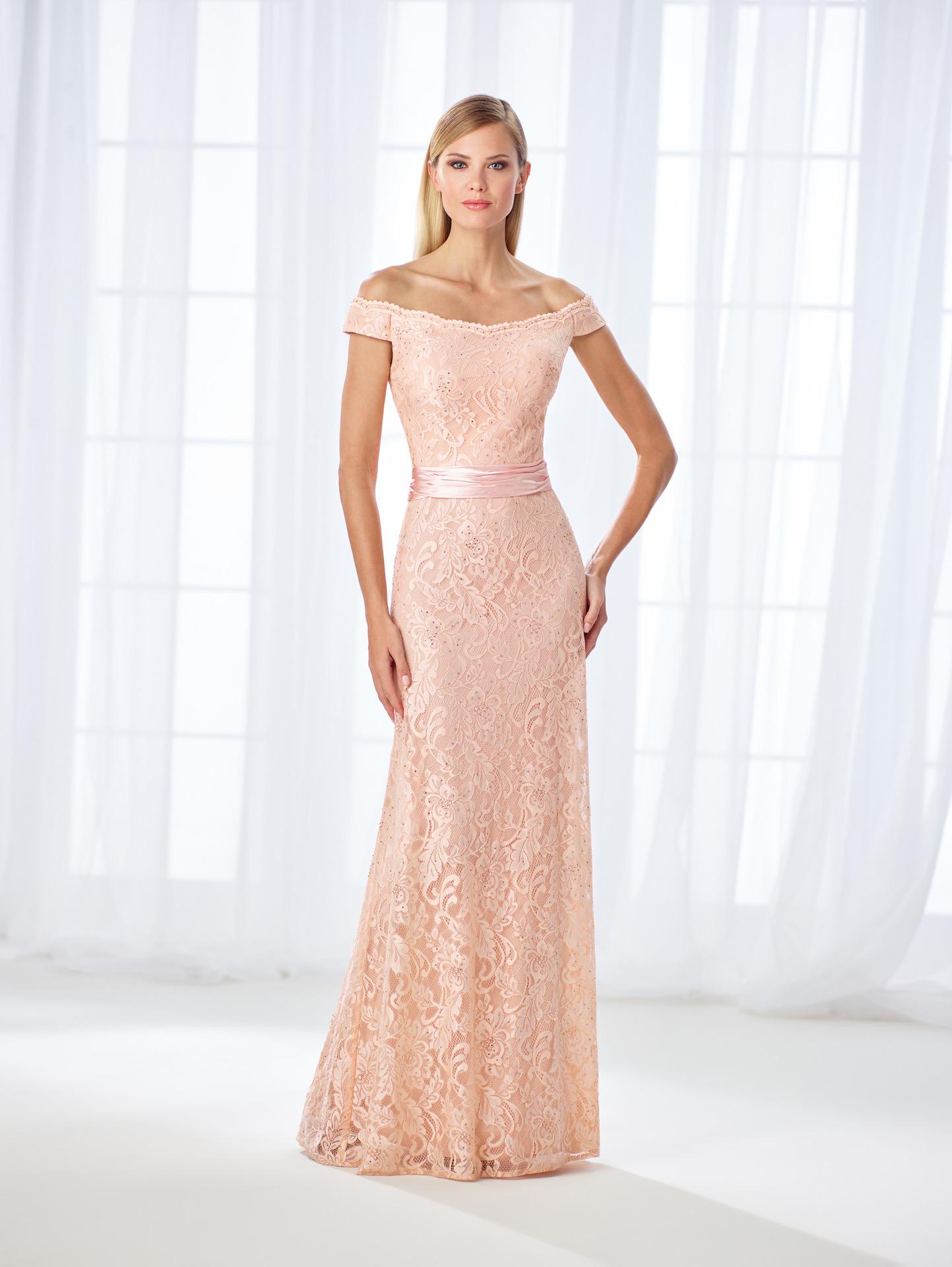 9175c9021916 Έξωμο φόρεμα από σατέν & δαντέλα Cameron Blake 118670- Venetti