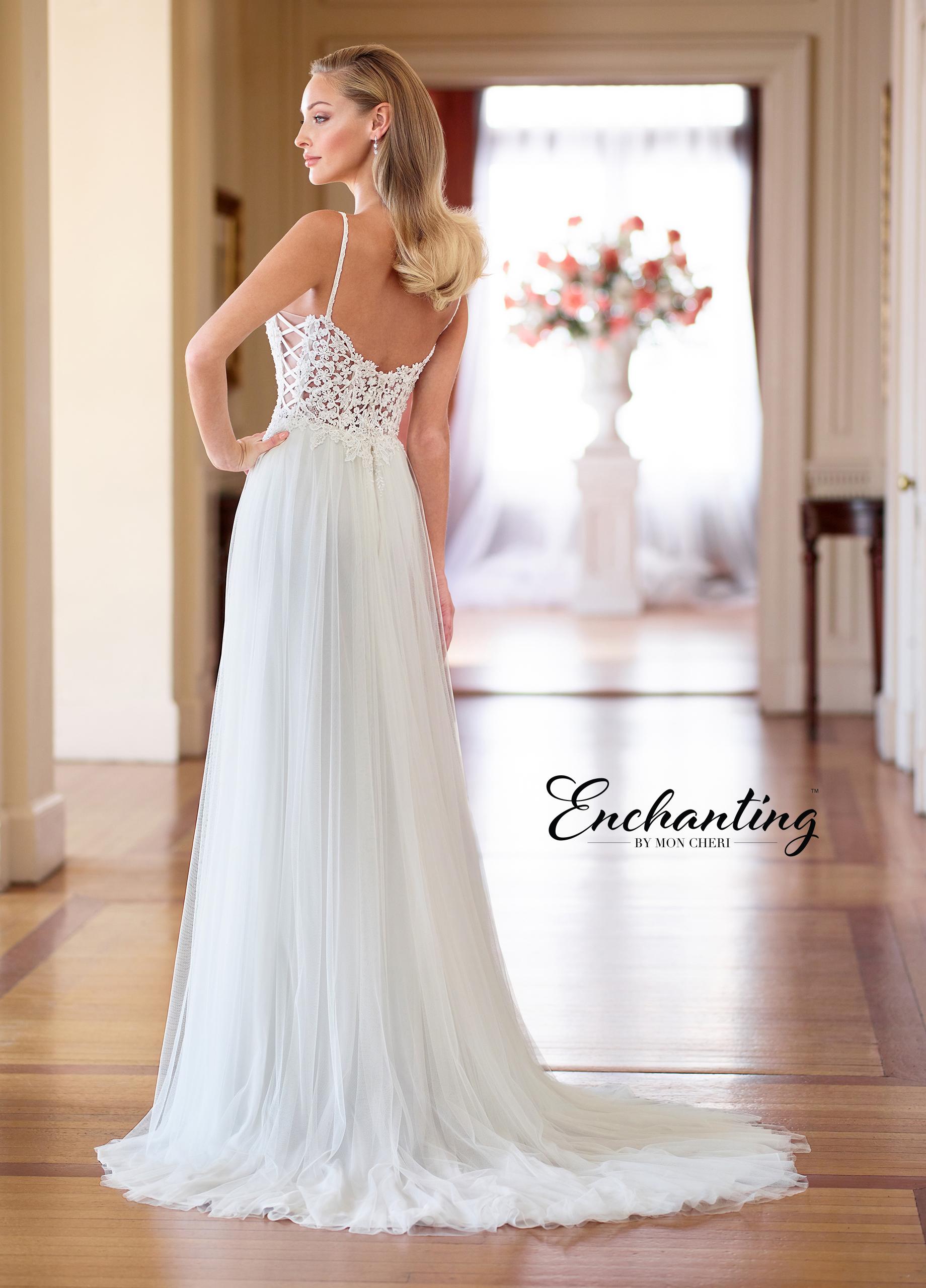 1a0a78bd222 Απλό αέρινο νυφικό για ένα γάμο ρομαντικό! Enchanting 218164 VENETTI