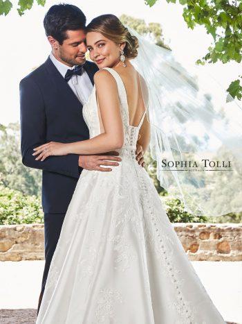 νυφικο-φορεμα-απλο-mikado-σατεν-γραμμη-α-y21970-sophia-tolli-venetti-mon-cheri