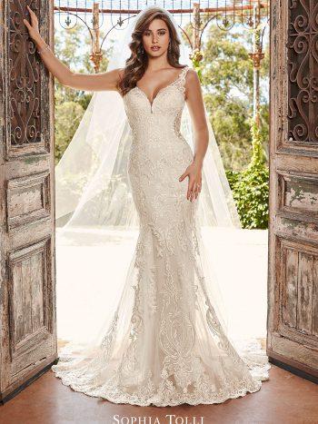νυφικο-φορεμα-εφαρμοστη-γοργονα-δαντελα-y21988-sophia-tolli-venetti-mon-cheri