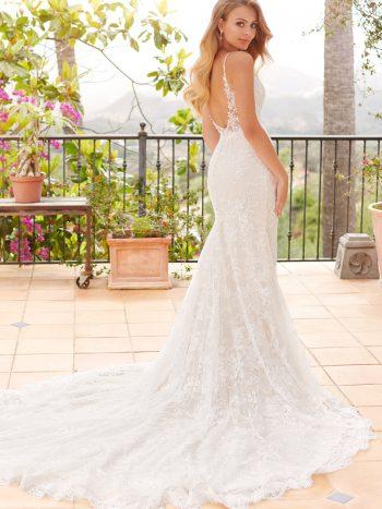 νυφικο-φορεμα-δαντελα-glitter-ισια-χυτη-γραμμη-ανοιχτη-πλατη-120245-venetti-mon-cheri